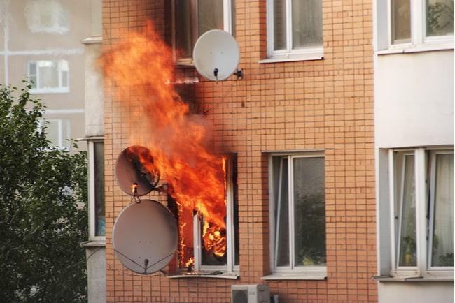 Lägenhet som brinner