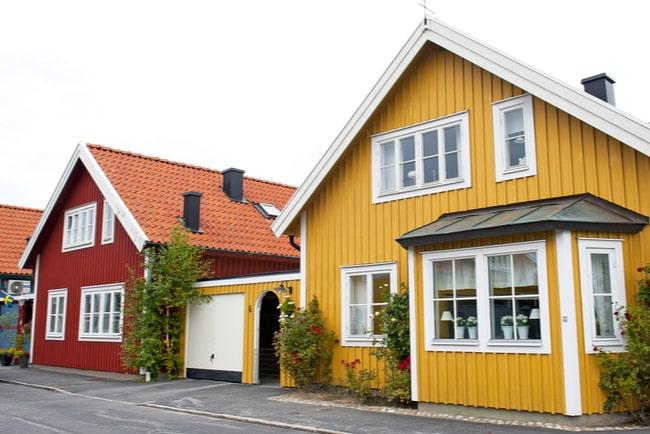 Ett gult och ett rött hus