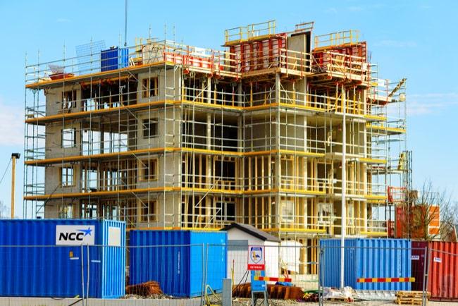 Hyresrätter byggs på en byggarbetsplats