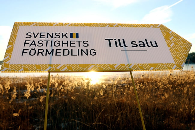 Till salu-skylt från Svensk Fastighetsförmedling