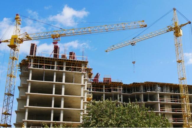 lägenhetshus under uppbyggnad