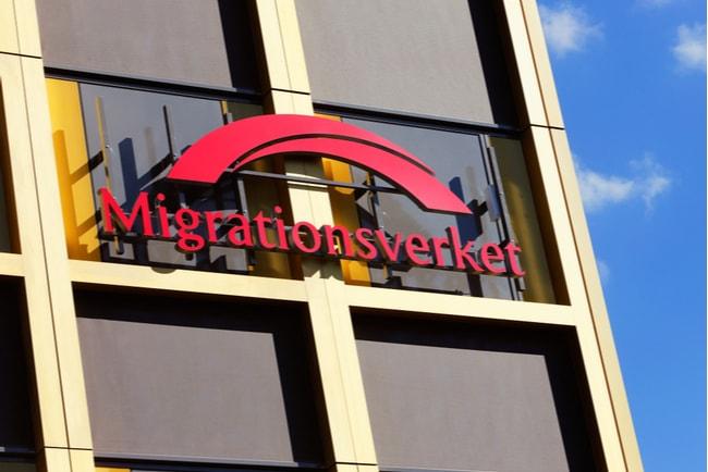 migrationsverkets logotyp på husfasad