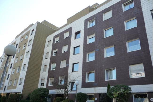 fastighet med lägenheter