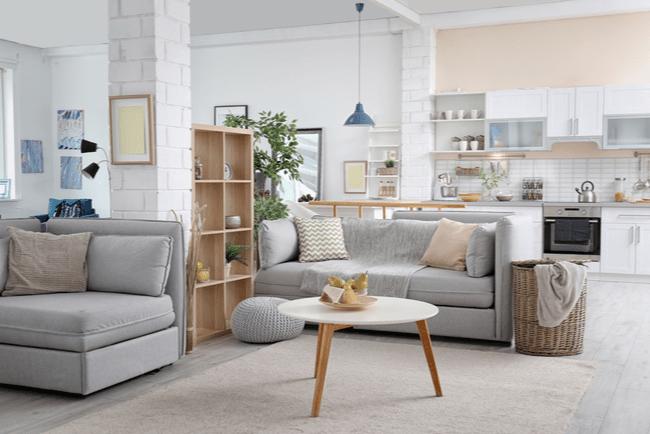 modernt inredd lägenhet med kök