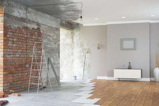 före- och efterbild av renoverat vardagsrum