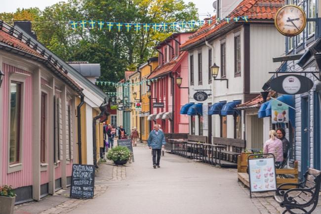 gata med äldre hus i sigtuna