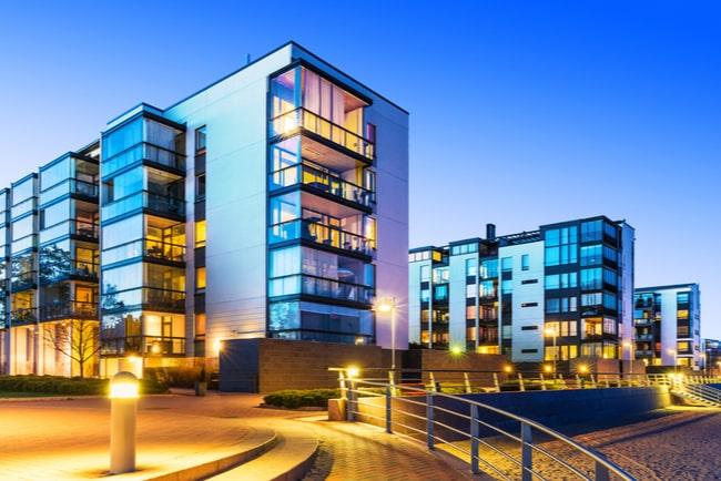 kvällsvy över nybyggda flerbostadshus
