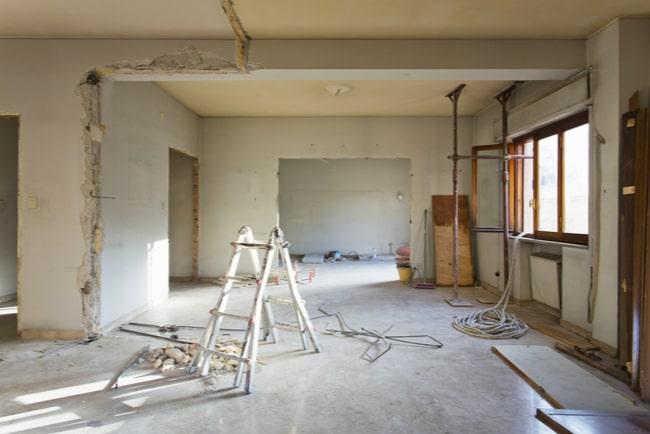 Lägenhet som genomgår en omfattande renovering.